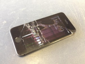 iPhone5Sガラス、液晶故障 奈良市西大寺A様